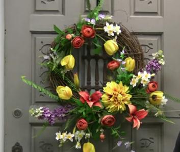 venec na dveře z květin